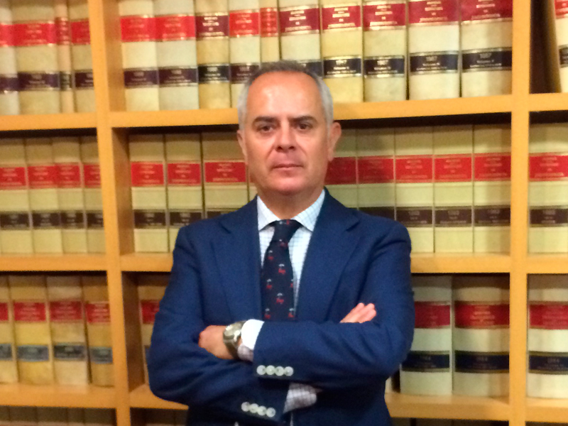 J Mariano Etayo